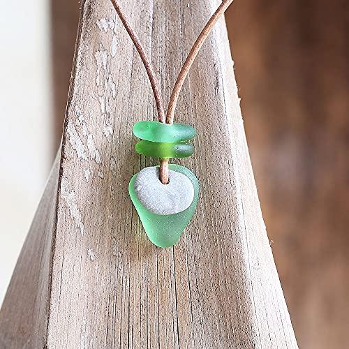 Halsband/Halskette mit echtem Meerglas und kleinem Hühnergott/Hag Stone/Holey Stone, Glücksbringer