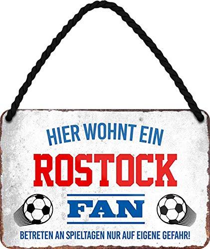 Blechschilder HIER WOHNT EIN Rostock Fan Hängeschild für Fußball Begeisterte Deko Artikel Schild Geschenkidee 18x12 cm