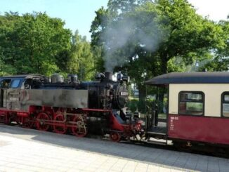 Baederbahn-Molli-Kuehlungsborn-Bad-Doberan-Bild-6-326x245 Bäderbahn Molli (Schmalspurbahn) 🇩🇪 Ausflugsziele