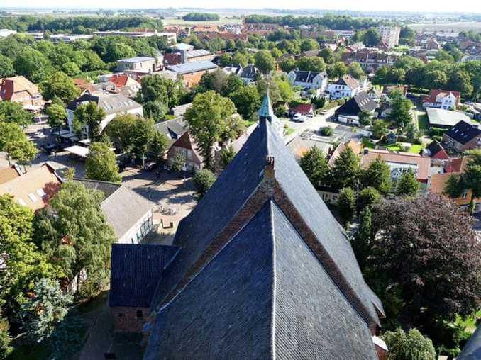 Blick vom Glockenturm der St. Nikolai Kirche auf Fehmarn