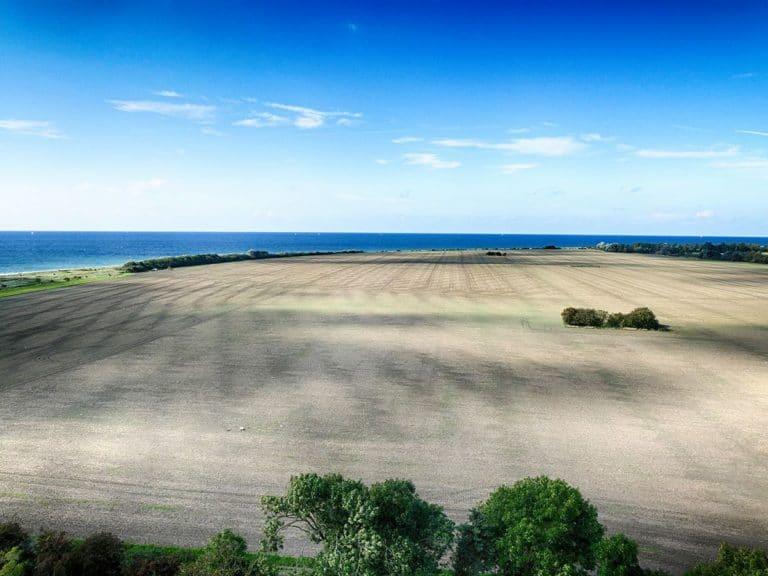Blick über Land und Meer