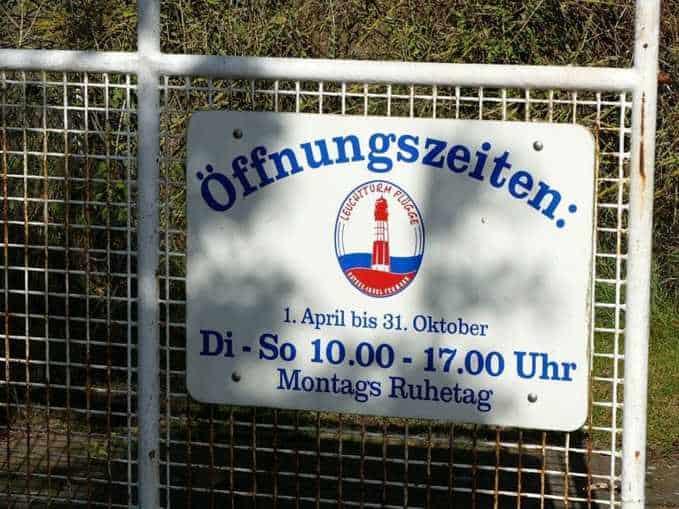 Öffnungszeiten Schild auf Fehmarn