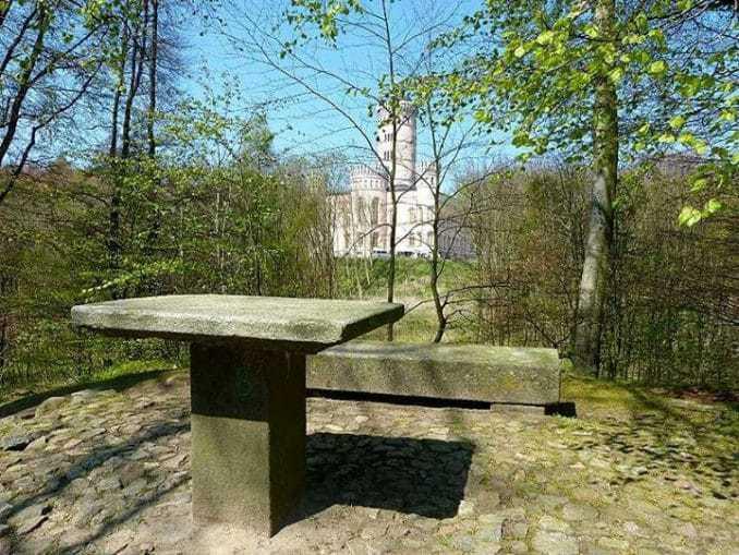 Jagdschloss Granitz – Steintisch und Bank