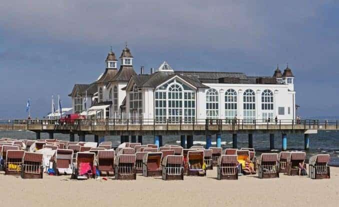 Der Strand mit Cafe im Ostseebad Sellin