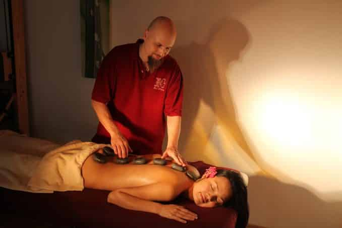 Wellness Hotstone Massage