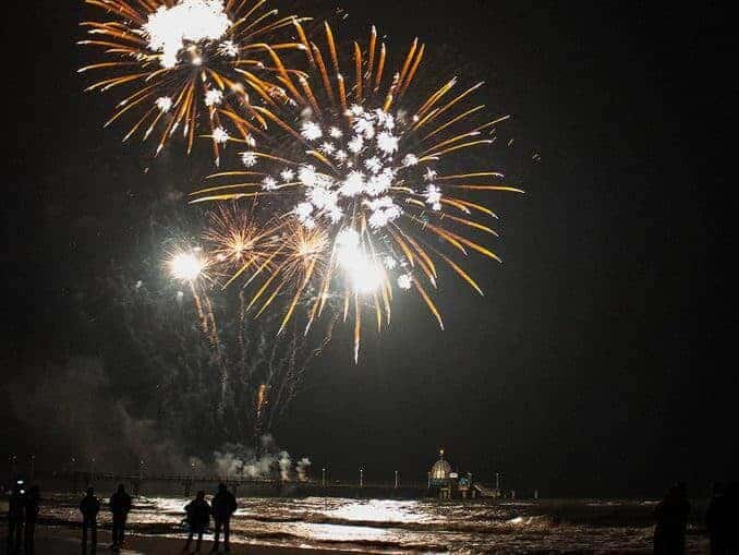 Feuerwerk am Meer - Ostsee in Flammen