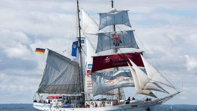 """Die Brigantine """"Greif"""" ist zum Hansetag """"Heimat"""" für Jugendliche aus ganz Europa. Foto: Hanse Sail/Lutz Zimmermann"""