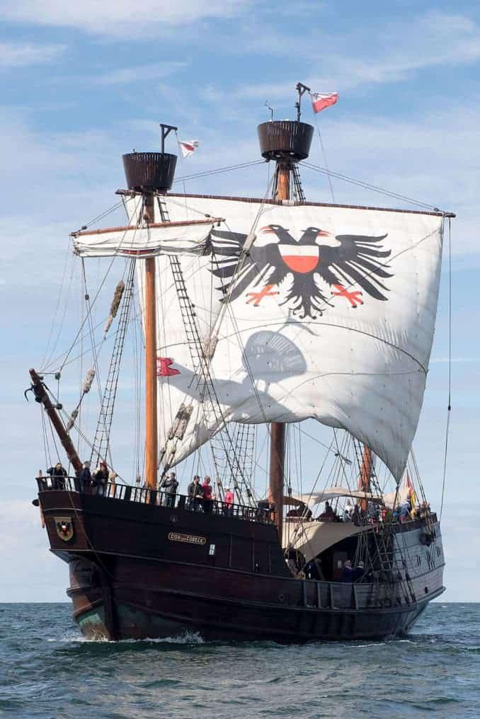 """Segeln wie im Mittelalter: Auf der """"Lisa von Lübeck"""" können Gäste während des Hansetages eine Ausfahrt mit historischem Ambiente genießen. Foto: Hanse Sail/Lutz Zimmermann"""