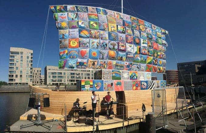 """Das """"Ship of Tolerance"""" freut sich auf zahlreiche Besucher an seinem Liegeplatz im Ludewigbecken. Foto: Hansetag Rostock/Rita Berkholz"""