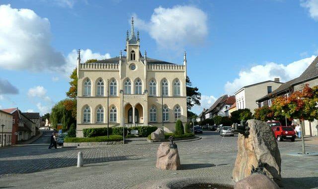 Marlow Marktplatz und Rathaus Norbert Kaiser CC BY-SA 2.0