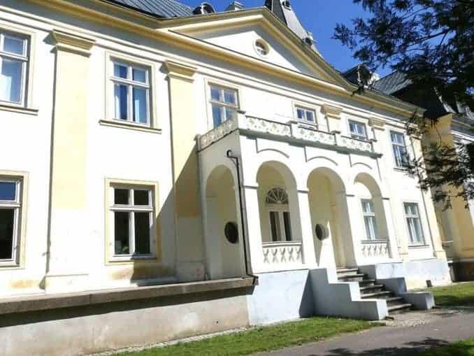 Haupteingang in das Haupthaus das Landgutes in Polen