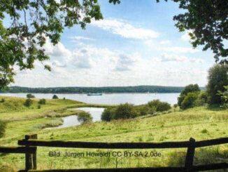 """Naturschutzgebiet """"Dummersdorfer Ufer"""". Blick auf den Silkteich und das mecklenburgische Ufer im Bereich des OT Teschow der Gemeinde Selmsdorf"""