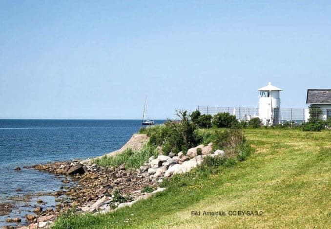 Leuchtturm Strukkamphuk an der Südwestküste der Insel Fehmarn, Ansicht von Osten