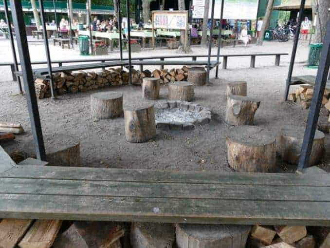 Sitzgelegenheiten im Blücher Bunker