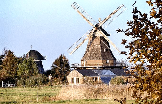 Elmenhorst/Lichtenhagen Lido-Mühle h.l. und Lichtenhägener Mühle v.r.