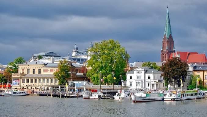 Schwerin / Blickrichtung vom Schweriner See