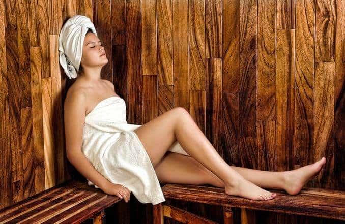 Frau in der Sauna in Binz