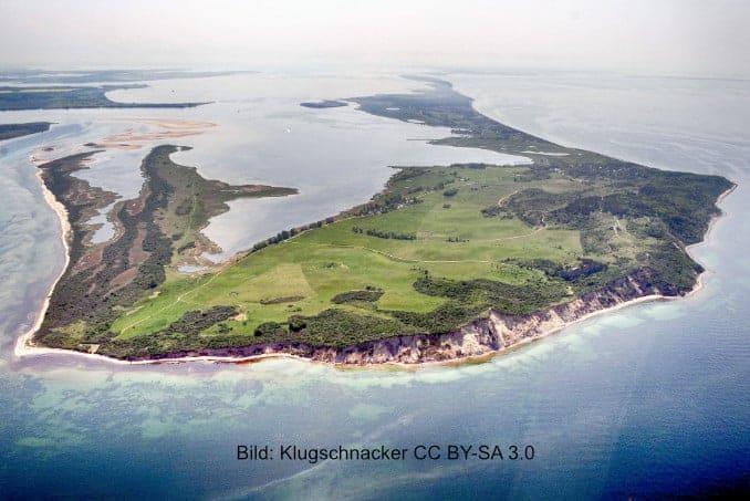 Insel-Hiddensee-von-oben Blaue Scheune in Vitte auf Hiddensee 🇩🇪 Ausflugsziele