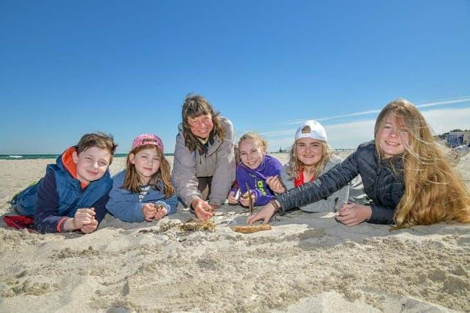 Kinder an der Ostsee