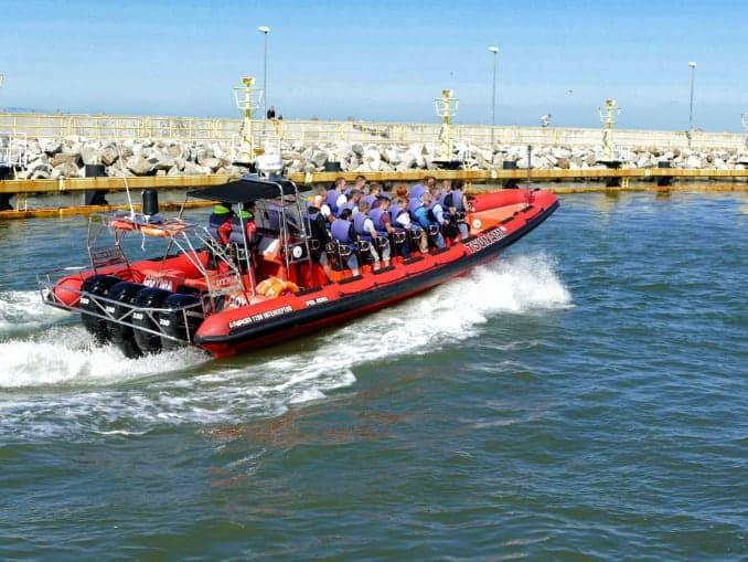 Speedboot . am Hafen von Leba - Polnische Ostsee