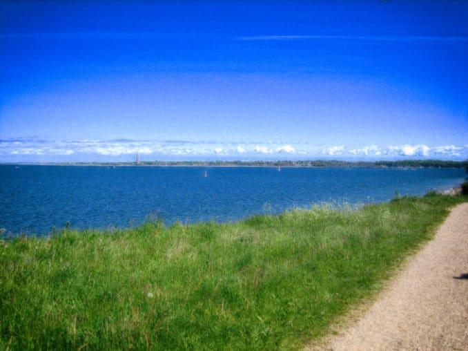 Blick über die Kieler Förde bei Schilksee, im Hintergrund Laboe