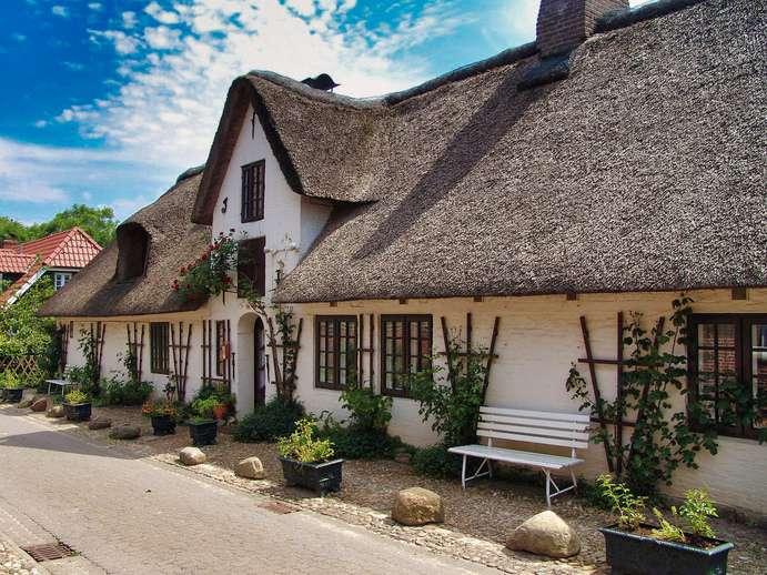 Haus mit Reetdach in Schleswig-Holstein