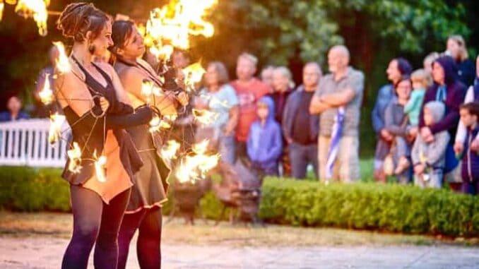 Frauen mit Feuer / Bild: Kurverwaltung Ostseebad Boltenhagen / Michael Winter