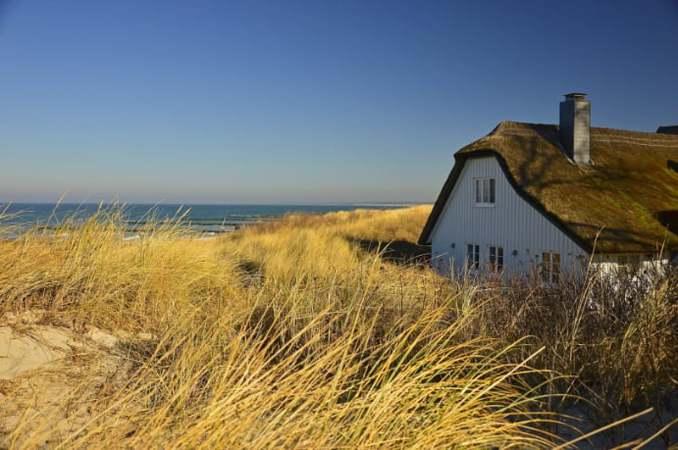 Ein reetgedecktes Haus in den Dünen mit adäquater Einrichtung ist für viele der Inbegriff des perfekten Ostseeurlaubs.
