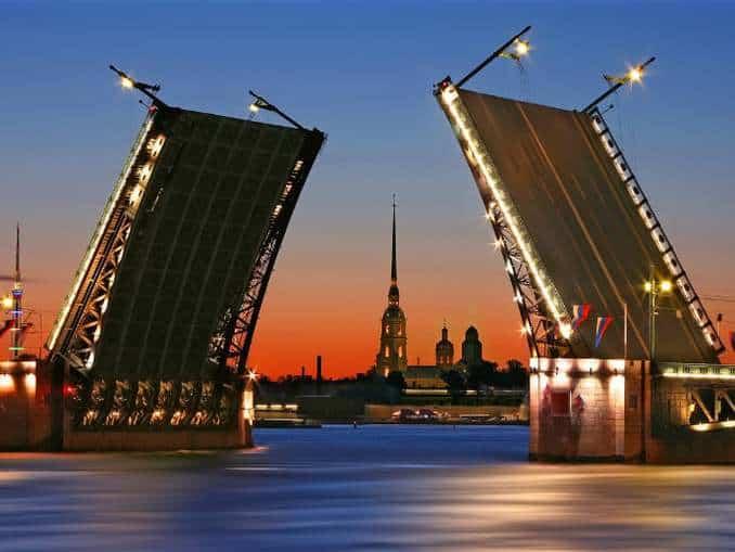 Schlossbrücke Sankt Petersburg