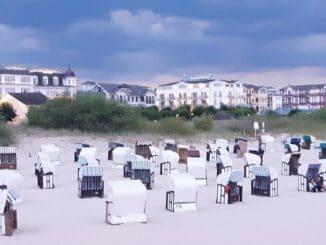 Strandkörbe werden oft zusammen mit Ferienunterkünften vermietet. So haben Gäste einen garantiert geschützten Platz am Meer.