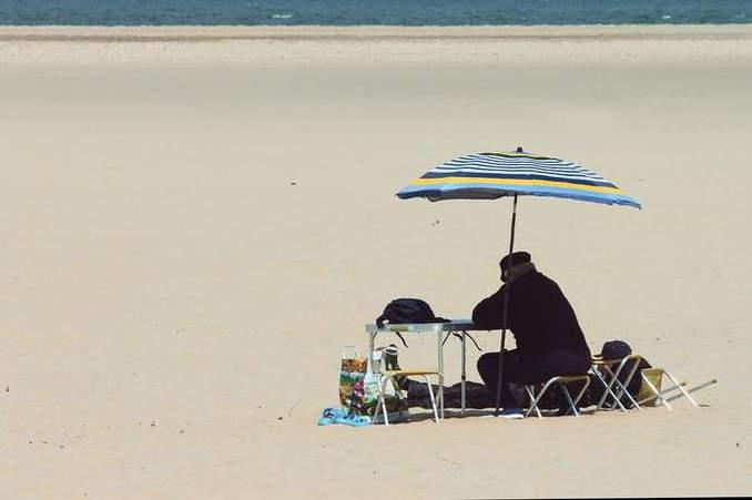 SandstrandSEO und Meerwasser Online Marketing in der Mittagssonne