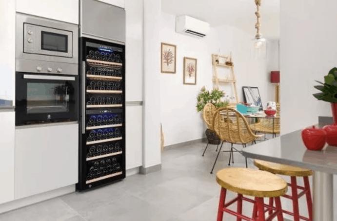 Luxuriöser Weinkühlschrank mit einer oder zwei Temperaturzonen.