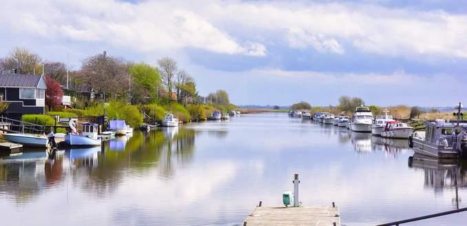 Ferienhaus am Wasser mit Boot / Yacht